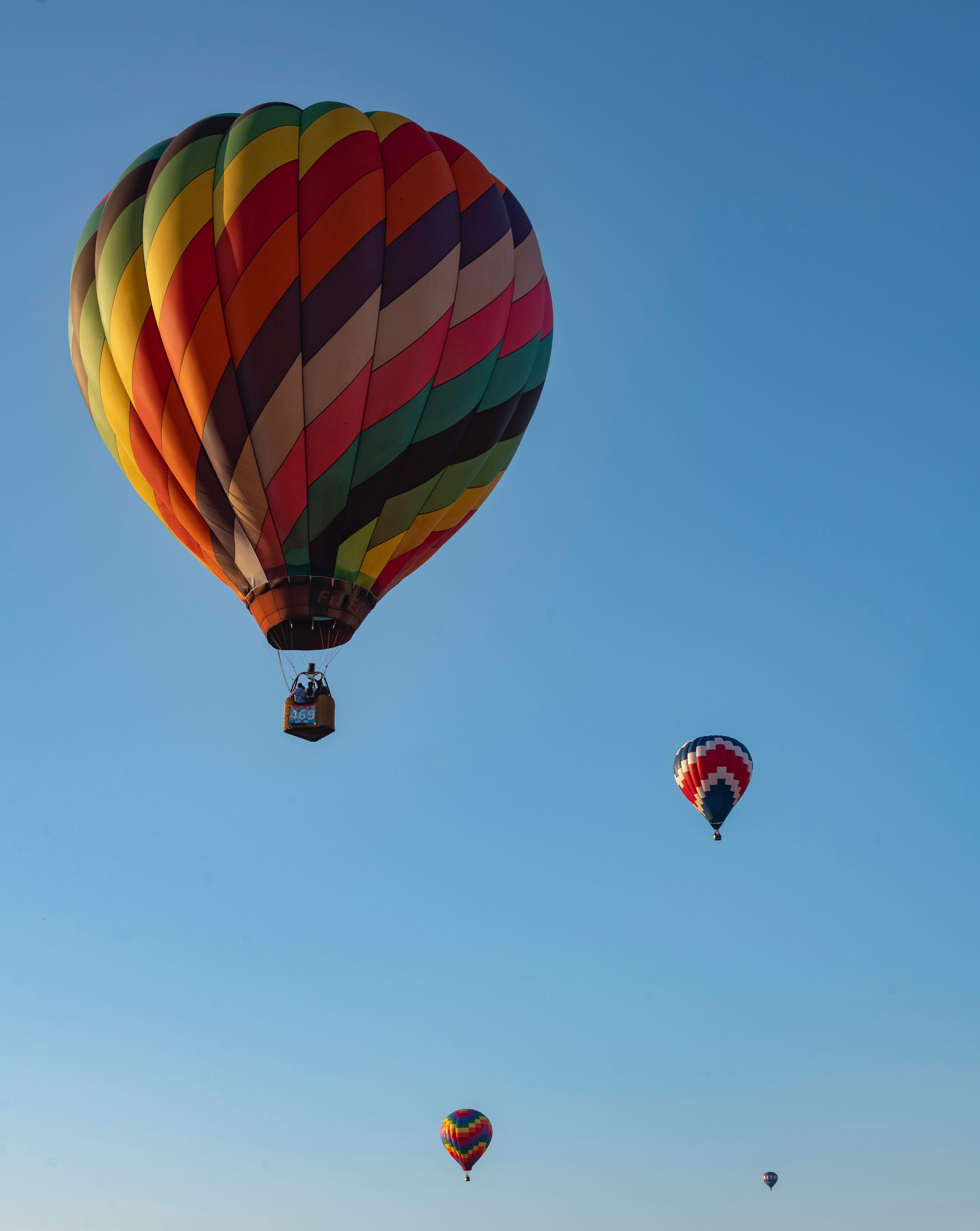 Ballons: Um nach oben zu kommen, muss man Ballast abwerfen!